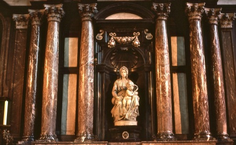Onze-Lieve-Vrouwekerk-Michelangelo